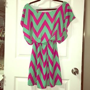 Dresses & Skirts - Geometric mint & pink dress with winged sleeves